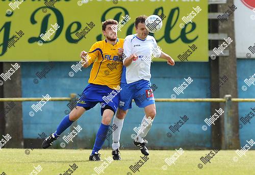 2014-05-01 / Voetbal / seizoen 2013-2014 / Schriek - De Kempen / Jasper Lambrechts (l. De Kempen) met Kenny Moras<br /><br />Foto: mpics.be