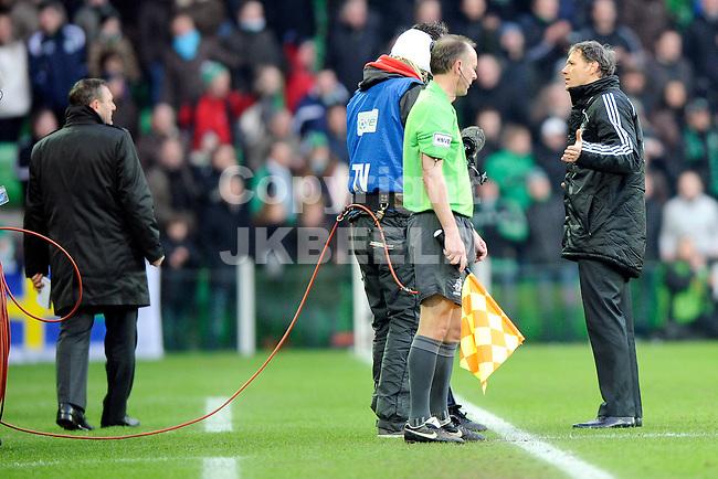 voetbal fc groningen - ajax eredivisie seizoen 2008-2009 25-01-2009 marco van basten protesteert tegen rode kaart. fotograaf jan kanning. . .