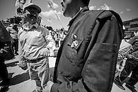 L'homme au premier plan porte l'uniforme de la guérilla avec un ruban aux couleurs du peuple Kurde (jaune, vert et rouge). Le drapeau est interdit, il faut détourner les couleurs pour les porter. On voit la photographie d'un martyr au second plan.<br /> <br /> The man in the foreground wearing the uniform of the guerrillas with a ribbon in the colors of the Kurdish people (yellow, green and red). The flag is banned, they must turn to wear the colors. We see a picture of a martyr in the background.
