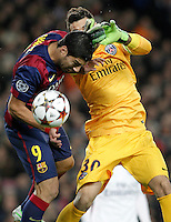 FC Barcelona's Luis Suarez (l) and Paris Saint-Germain's Salvatore Sirigu during Champions League 2014/2015 match.December 10,2014. (ALTERPHOTOS/Acero) /NortePhoto