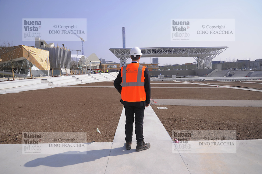 - Milano, cantiere per  l'Esposizione Mondiale Expo 2015; teatro all'aperto<br />
