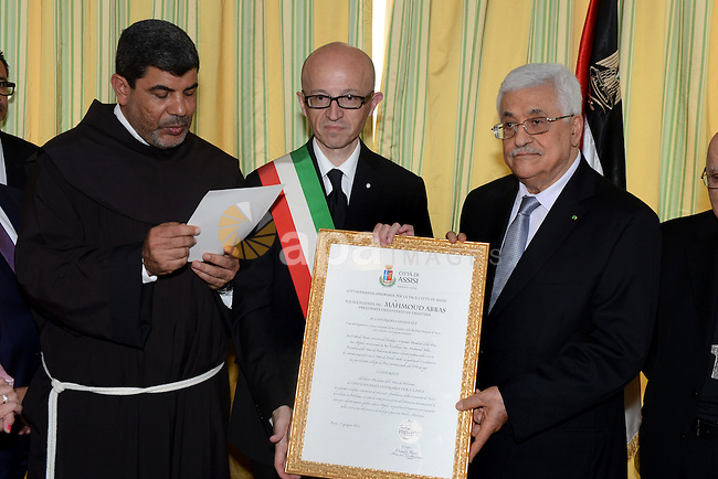 Palestinian President Mahmoud Abbas receives honorary citizenship in Assisi, Italy, June 09, 2014. Photo by Thaer Ganaim