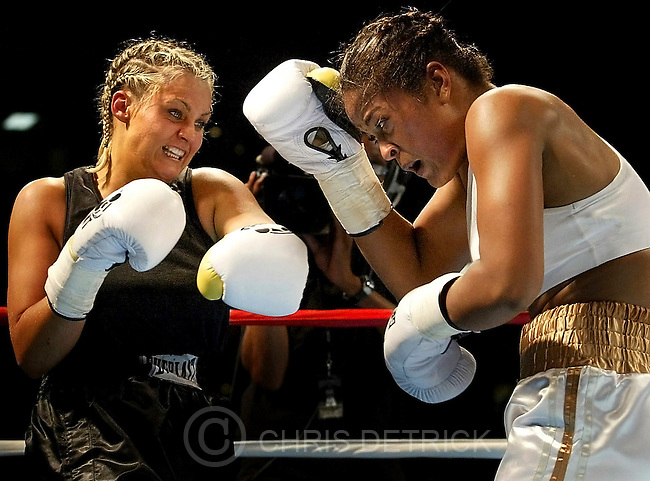 Bowie,MD--7/17/04 ..Boxer Laila Ali, daughter of Muhammad, fights Nikki Eplion in the main event Saturday night at the Bowie Bay Sox Staduim.  Ali defeated Eplion in the fourth round of the fight... ..By CHRIS DETRICK/BALTIMORE SUN STAFF..DIGITAL IMAGE #SP BOX E DETRICK..