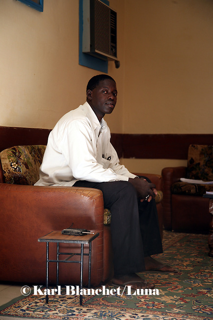 "Giko, waitor in a hotel, Timbuctu..What do you think of Barak Obama?.""We hope things will change. Concerning the war, we know that the Americans are against the war. We hope it will stop. We also hope that international aid will become more important in Africa."""