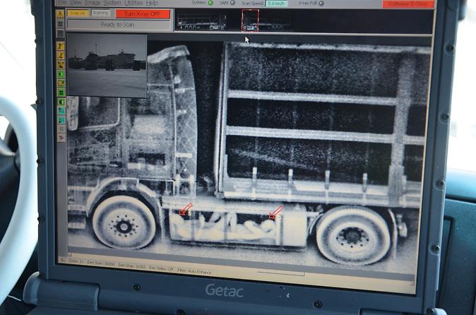 Radarbild enthüllt: Migranten im entleerten Treibstofftank einer Zugmaschine