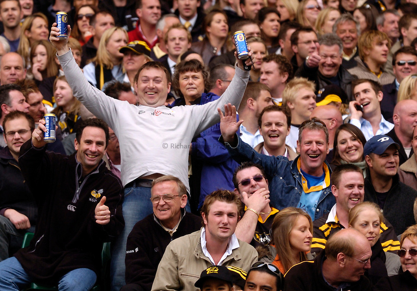 Photo. Richard Lane..Leicester Tigers v London Wasps. Zurich Premiership Final. 14/05/2005..Wasps fans.