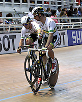 CALI – COLOMBIA – 02-03-2014: Alexander Edmondson y Glenn O´Shea de Australia durante la prueba  Madison Final en el Velodromo Alcides Nieto Patiño, sede del Campeonato Mundial UCI de Ciclismo Pista 2014. / Alexander Edmondson and Glenn O´Shea of Australia during the test Men´s Madison at the Alcides Nieto Patiño Velodrome, home of the 2014 UCI Track Cycling World Championships. Photos: VizzorImage / Luis Ramirez / Staff.