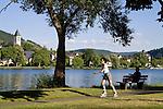 Europa, DEU, Deutschland, Rheinland Pfalz, Mosel, Moseltal, Alf, Blick auf den Ort Bullay, Fluss, Mosel, Ufer, Uferpromenade, Inlineskater, Frau, Kategorien und Themen, Natur, Umwelt, Landschaft, Landschaftsfotos, Landschaftsfotografie, Landschaftsfoto, Tourismus, Touristik, Touristisch, Touristisches, Urlaub, Reisen, Reisen, Ferien, Urlaubsreise, Freizeit, Reise, Reiseziele, Ferienziele......[Fuer die Nutzung gelten die jeweils gueltigen Allgemeinen Liefer-und Geschaeftsbedingungen. Nutzung nur gegen Verwendungsmeldung und Nachweis. Download der AGB unter http://www.image-box.com oder werden auf Anfrage zugesendet. Freigabe ist vorher erforderlich. Jede Nutzung des Fotos ist honorarpflichtig gemaess derzeit gueltiger MFM Liste - Kontakt, Uwe Schmid-Fotografie, Duisburg, Tel. (+49).2065.677997, ..archiv@image-box.com, www.image-box.com]