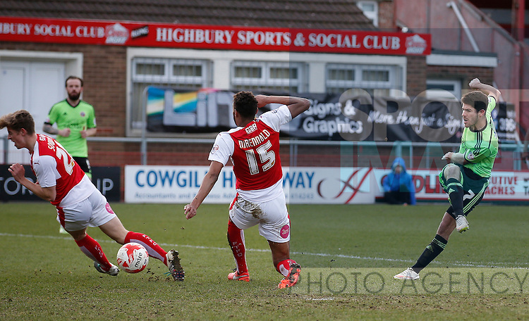 Ryan Flynn of Sheffield Utd gets off a shot on goal - English League One - Fleetwood Town vs Sheffield Utd - Highbury Stadium - Fleetwood - England - 5rd March 2016 - Picture Simon Bellis/Sportimage