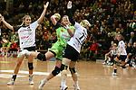 v. li. im Zweikampf &nbsp;Lotte Prak (Vulkan-Ladies Koblenz/Weibern), Michaela Hrbkova (Frisch Auf Goeppingen Frauen) und Ivana Sazdovski (Vulkan-Ladies Koblenz/Weibern)<br />  im Spiel TPSG FA Goeppingen - VL Koblenz / Weibern.<br /> <br /> Foto &copy; P-I-X.org *** Foto ist honorarpflichtig! *** Auf Anfrage in hoeherer Qualitaet/Aufloesung. Belegexemplar erbeten. Veroeffentlichung ausschliesslich fuer journalistisch-publizistische Zwecke. For editorial use only.