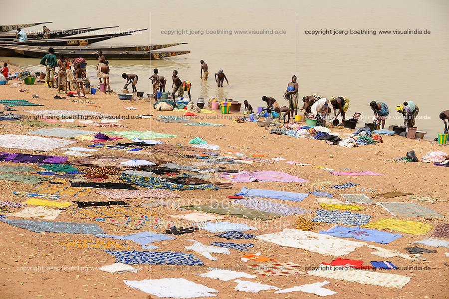 """Westafrika Mali Fluss Niger bei Mopti , Waschfrauen - Wasser    .Africa Mali river Niger at Mopti .  [ copyright (c) Joerg Boethling / agenda , Veroeffentlichung nur gegen Honorar und Belegexemplar an / publication only with royalties and copy to:  agenda PG   Rothestr. 66   Germany D-22765 Hamburg   ph. ++49 40 391 907 14   e-mail: boethling@agenda-fototext.de   www.agenda-fototext.de   Bank: Hamburger Sparkasse  BLZ 200 505 50  Kto. 1281 120 178   IBAN: DE96 2005 0550 1281 1201 78   BIC: """"HASPDEHH"""" ,  WEITERE MOTIVE ZU DIESEM THEMA SIND VORHANDEN!! MORE PICTURES ON THIS SUBJECT AVAILABLE!! ] [#0,26,121#]"""