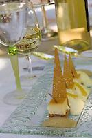 """Europe/France/Languedoc-Rousillon/Aude/Carcassonne: Citron jaune en créme caramel, croustillant au beurre demi sel tarte citron glacée recette de Franck Putelat Chef du restaurant """"La Barbacane à """" l'Hotel de la Cité"""