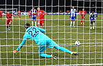 19.01.2020, OLympiastadion, Berlin, GER, DFL, 1.FBL, Hertha BSC VS. Bayern Muenchen, <br /> DFL  regulations prohibit any use of photographs as image sequences and/or quasi-video<br /> im Bild 0: 2 11m, durch Robert Lewandowski (FC Bayern Muenchen #9), Rune Jarstein (Hertha BSC Berlin #22)<br /> <br />       <br /> Foto © nordphoto / Engler