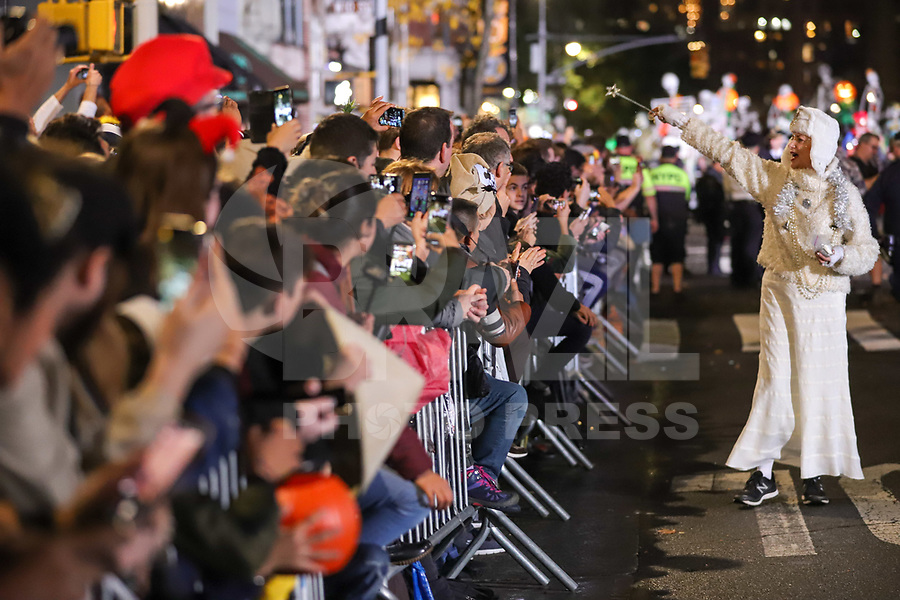 NOVA YORK, EUA, 31.10.2019 - HALLOWEEN-PARADE - Foliões desfilam no Halloween Parade na cidade de Nova York nos Estados Unidos na noite desta quinta-feira, 31. (Foto: William Volcov/Brazil Photo Press)