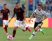 Calcio, Serie A: Roma vs Juventus. Roma, stadio Olimpico, 30 agosto 2015.<br /> Roma&rsquo;s Radja Nainggolan, left, is chased by Juventus&rsquo; Simone Padoin during the Italian Serie A football match between Roma and Juventus at Rome's Olympic stadium, 30 August 2015.<br /> UPDATE IMAGES PRESS/Riccardo De Luca