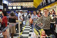 SAO PAULO, 09 DE FEVEREIRO DE 2013. - MOVIMENTACAO AEROPORTO CONGONHAS - Movimentacao de passageiros no aeroporto de Congonhas, regiao sul da capital, na manha deste sabado, 09. (FOTO: ALEXANDRE MOREIRA / BRAZIL PHOTO PRESS).