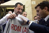 Roma, 4 Maggio 2015<br /> Matteo Salvini mentre riceve in dono da David Parenzo una felpa con la scritta Rom (a)<br /> Conferenza stampa di presentazione delle nuove iniziative del movimento Noi con Salvini