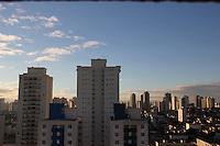 SÃO PAULO, SP, 08/05/2012, CLIMA TEMPO<br /> <br /> Mais uma manhã ensolarada na capital paulista, não existe previsão de chuva o que deixa o ar seco.<br /> <br />  Luiz Guarnieri/ Brazil Photo Press.