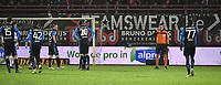 KV KORTRIJK - CLUB BRUGGE :<br /> scheidsrechter Erik Lambrechts (oranje) staat in contact met de VAR, terwijl de Brugge spelers bang afwachten tot te goal wordt afgekeurd<br /> <br /> Foto VDB / Bart Vandenbroucke
