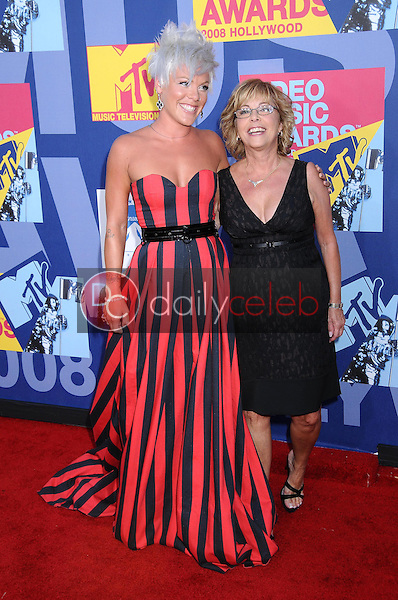 Pink and her mother<br />at the 2008 MTV Video Music Awards. Paramount Pictures Studios, Los Angeles, CA. 09-07-08<br />Dave Edwards/DailyCeleb.com 818-249-4998