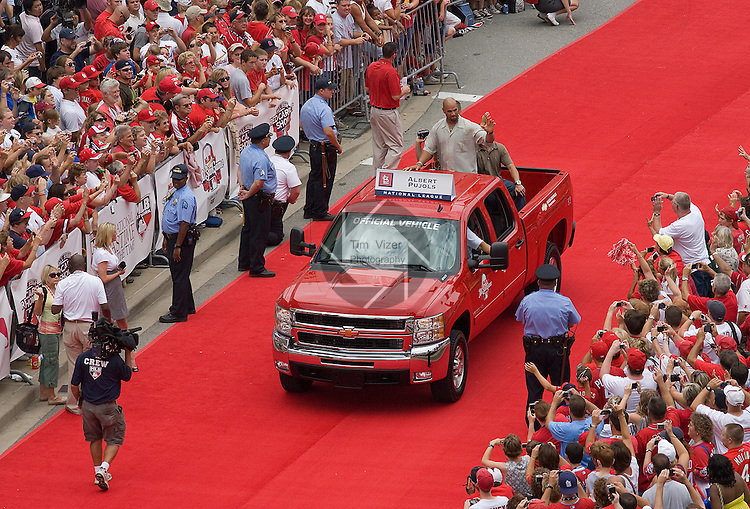 071409tvpujolswaves.Cardinals firstbaseman Albert Pujols waves to the crowd during the All Star Game Parade..BND/TIM VIZER