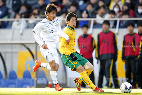 (L-R) Shomu Watanabe (Maebashi Ikuei), Kento Hirata (Seiryo),<br /> JANUARY 12, 2015 - Football / Soccer : <br /> 93rd All Japan High School Soccer Tournament final match between Maebashi Ikuei 2-4 Seiryo at Sitama Stadium 2002, Saitama, Japan. <br /> (Photo by Yusuke Nakanishi/AFLO SPORT) [1090]
