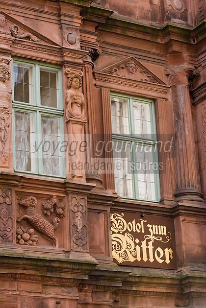 Europe/Allemagne/Bade-Würrtemberg/Heidelberg: la rue principale Hauptstrasse, Maison du Chevalier ou Maison Ritter - Haus zum Ritter construite en 1592 pour le marchand Huguenot Charles Bélier -Restaurant Zum Ritter