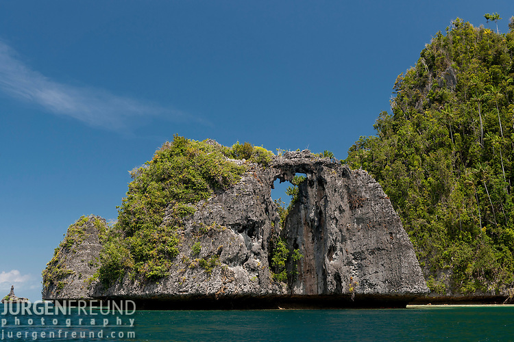 Sunmalelen area with stunning karst limestone formations.