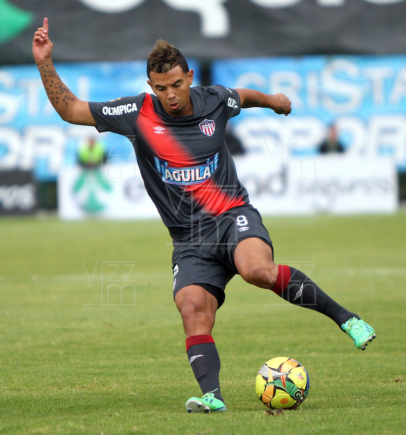 BOGOTA-COLOMBIA-03 -11-2013 : Edwin Cardona  jugador   del Atletico  Junior en accion  contra  La Equidad Seguros , durante partido por la fecha 17 de la Liga Postobon II-2013 ,jugado en el estadio Metroplitano de Techo de la ciudad de Bogota./  Edwin Cardona  player  of Atletico Junior in action  against La Equidad Seguros , during match 17 date Postobon League II-2013, played at the Metropolitano Techo  Stadium Bogota City.Pohoito:VizzorImage / Felipe Caicedo / Staff