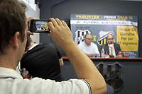 CAMPINAS, SP 07.02.2018-PONTE PRETA-José Armando Abdalla Jr; presidente da Ponte Preta; e Edivaldo Ferraz; diretor geral do Futebol Paulista Sustentável da FPF. A Ponte Preta e o programa Futebol Sustentável estão juntos novamente e o  torcedor pontepretano é quem ganha: sucesso absoluto em 2015 e 2016, quando valeu para três jogos do Paulista e dois no Brasileirão, a promoção das garrafas PET está de volta! Para a partida deste sábado (10), contra o Novorizontino, quem quiser assistir o jogo na arquibancada geral pode trocar duas garrafas PET por um ingresso já  a partir desta quarta (7) no Majestoso. São 3 mil ingressos disponíveis. (Foto: Denny Cesare/Codigo19)