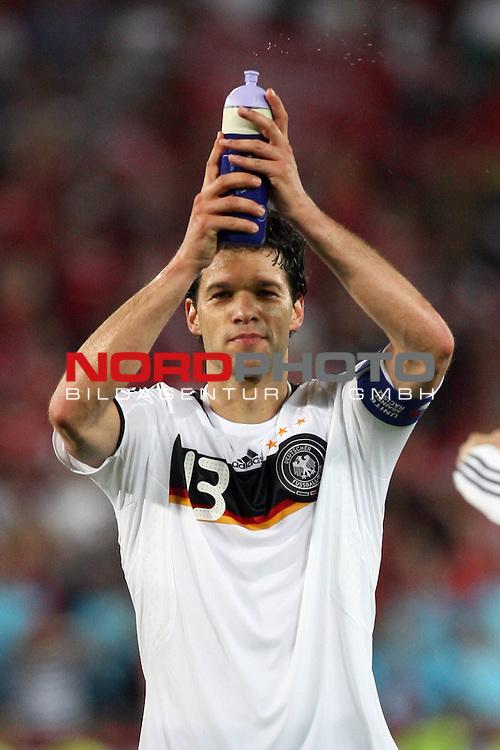 UEFA Euro 2008 Group B Match 20 Wien - Ernst-Happel-Stadion. &Ouml;sterreich ( AUT ) - Deutschland ( GER ) 1:0. <br /> Der Torsch&uuml;tze Michael Ballack ( Germany / Mittelfeldspieler / Midfielder / Chelsea London #13 ) freut sich nach Spielschlu&szlig; &uuml;ber den 1:0 Sieg.<br /> Foto &copy; nph (  nordphoto  )