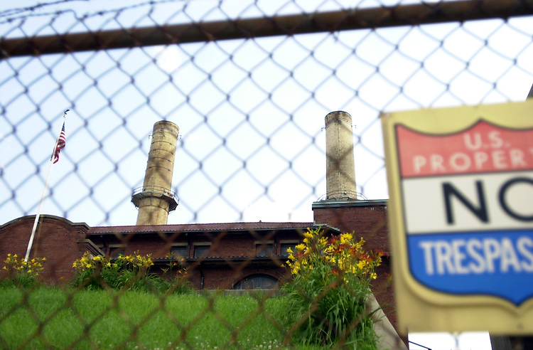 4plant062601 -- Power plant at E St. and New Jersey Ave., SE