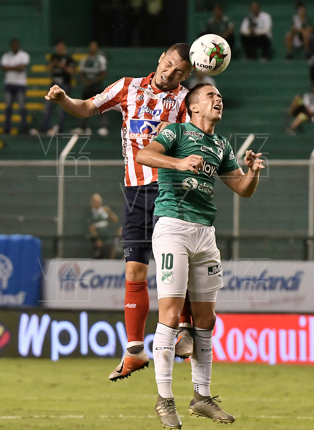 PALMIRA - COLOMBIA, 28-01-2020: Agustin Palavecino del Cali disputa el balón con Leonardo Pico de Junior durante partido entre Deportivo Cali y Atlético Junior por la fecha 2 de la Liga BetPlay DIMAYOR I 2020 jugado en el estadio Deportivo Cali de la ciudad de Palmira. / Agustin Palavecino of Cali vies for the ball with Leonardo Pico of Junior during match between Deportivo Cali and Atletico Junior for the date 2 as part of BetPlay DIMAYOR League I 2020 played at Deportivo Cali stadium in Palmira city. Photo: VizzorImage / Gabriel Aponte / Staff