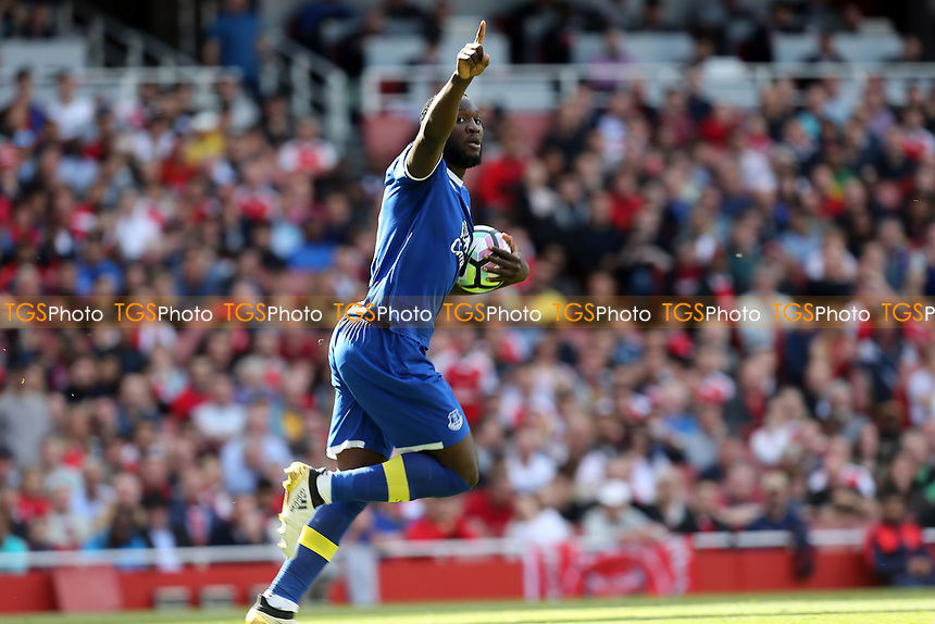Romelu Lukaku of Everton celebrates scoring the opening Everton goal during Arsenal vs Everton, Premier League Football at the Emirates Stadium on 21st May 2017
