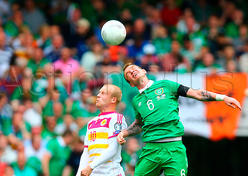 13.06.2015. Dublin, Ireland. Euro2016 Qualifying. Republic of Ireland versus Scotland. Steven Naismith (Scotland) and Glenn Whelan (Rep. of Ireland) challenge for the ball.