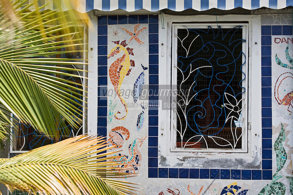France/DOM/Martinique/Saint-Pierre: Détail décoration d'une façace du front de mer , habitat traditionnel
