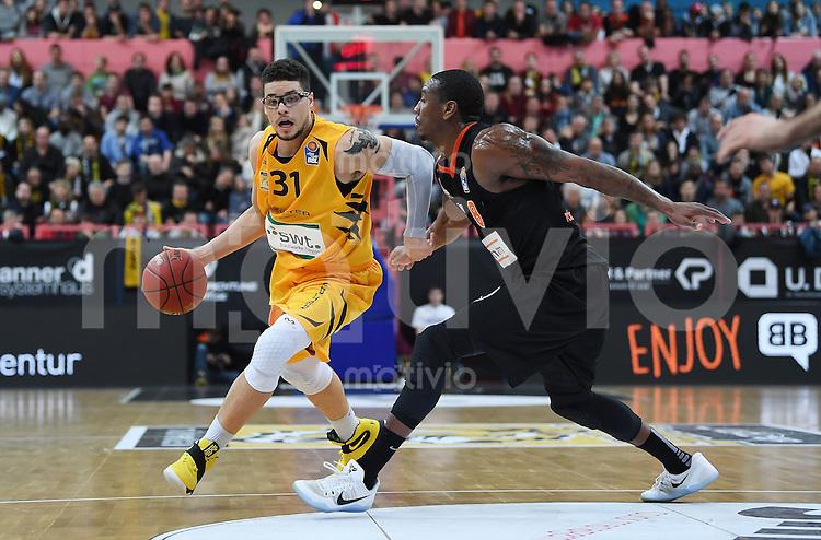 Basketball  1. Bundesliga  2016/2017  Hauptrunde  12. Spieltag  04.12.2016 Walter Tigers Tuebingen - ratiopharm Ulm Isaiah Philmore (li, Tigers) gegen Raymar Morgan (re, Ulm)