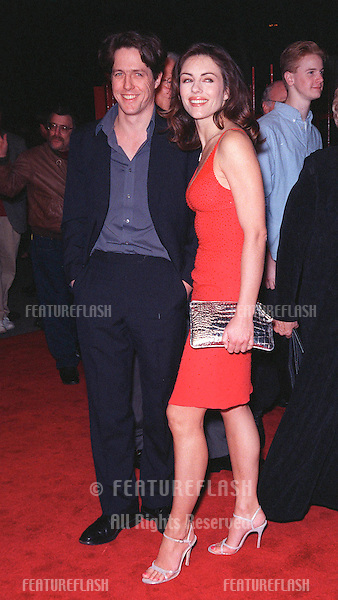 "16MAR99:  Actress ELIZABETH HURLEY & actor boyfriend HUGH GRANT at the world premiere of ""EDtv"" in which she stars..© Paul Smith / Featureflash"