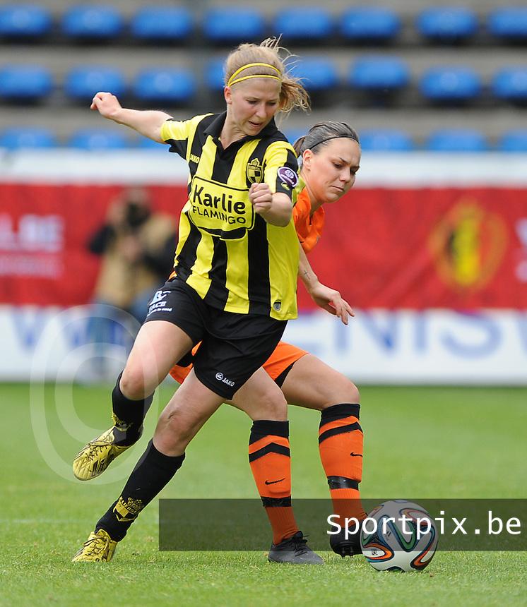 Bekerfinale vrouwen 2015 : Lierse-Club Brugge Vrouwen <br /> <br /> Merel Groenen (L) wringt zich voorbij Jassina Blom (R)<br /> <br /> foto VDB / BART VANDENBROUCKE