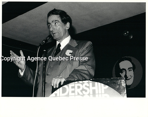 Claude Ryan le 8 avril 1974<br /> , durant la campagne a la chefferie du PLQ <br /> <br /> <br /> <br /> PHOTO :  Agence Quebec Presse