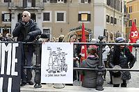 Roma, 5 Dicembre 2012.Piazza Montecitorio.I lavoratori e le lavoratrici del call centre Almaviva Contact protestanocontro la finta cassa integrazione che mira ai licenziamenti dei lavoratori di Roma..