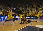 08.05.2018, EWE Arena, Oldenburg, GER, BBL, Playoff, Viertelfinale Spiel 2, EWE Baskets Oldenburg vs ALBA Berlin, im Bild<br /> kampf um den Ball<br /> Armani MOORE (EWE Baskets Oldenburg #4)<br /> Luke SIKMA (ALBA Berlin #43 )<br /> Foto &copy; nordphoto / Rojahn