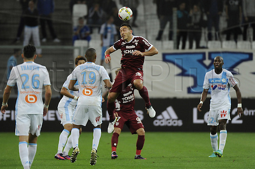 16.10.2016. Marseille, France. French league 1 football. Olympique Marseille versus Metz.  Erding (Metz) wins the header from Vainquer