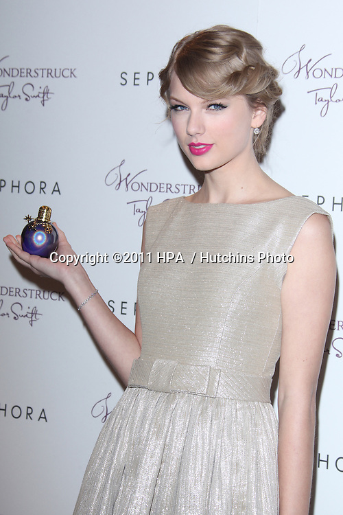 """LOS ANGELES - OCT 18:  Taylor Swift at the """"Wonderstruck"""" Fragrance Launch at Sephora Americana on October 18, 2011 in Westwood, CA"""
