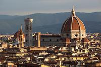 Italy, Tuscany, Florence: the Duomo at sunrise from Piazza Michelangelo | Italien, Toskana, Florenz: Stadtansicht von der Piazza Michelangelo ueber die Altstadt bei Sonnenaufgang