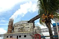 Fábrica da Jarí de papel e celulose  (grupo Orsa).<br />A fábrica construída em cima de uma balsa foi trazida por empurradores do Japão no final da década de 70 e instalada as margens do rio Jarí, fronteira do Pará com o Amapá.<br />Almeirim, Pará, Brasil.<br />Foto Paulo Santos/Interfoto<br />03/2005.
