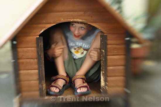 Nathaniel Nelson in doghouse<br />