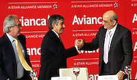 BOGOTA - COLOMBIA- 28 -05-2013 : Aerolíneas Integradas en Avianca Holdings S.A.,presentaron su marca comercial única :Avianca.De izquierda a derecha:Licenciado Roberto Kriete,Presidente de la Junta Directiva Avianca Holdings S.A. ,  Fabio Villegas Ramírez ,Presidente  Ejecutivo y CEO de Avianca    y el  presidente de la Junta Directiva de Avianca señor Germán Efrómovich . Integrated into Avianca Airlines Holdings SA, presented their unique trademark: Avianca. left to right: Mr. Roberto Kriete, Chairman of the Board Avianca Holdings SA ,  Fabio Villegas Ramirez, President and CEO of Avianca <br /> the  Chairman of the Board Mr. Germán Efromovich Avianca   (Foto: VizzorImage / Felipe Caicedo /Staff)