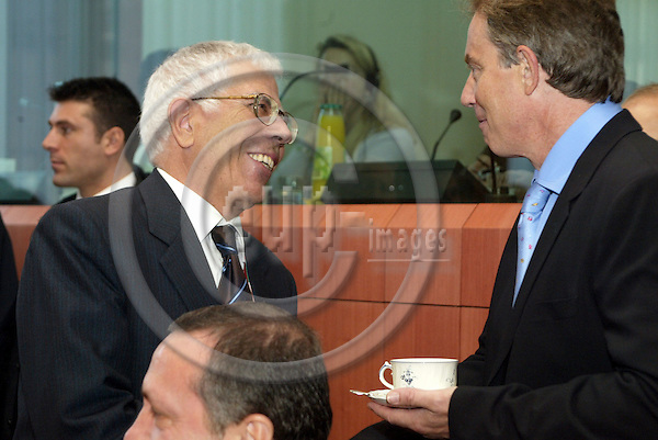 Belgium---Brussels---EU-Summit---italian presidency---Tour de Table/Round Table  16.10.2003.Mehmet AYDIN, Minister for turkish citizen living outside of trukey talking with Tony BLAIR, Prime Minister of the UK, England, Great Britain               .Portrait  ;              . .PHOTO:  / ANNA-MARIA ROMANELLI / EUP-IMAGES