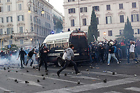 Roma: manifestanti caricano un blindato dei carabinieri costringendo a fuggire il carabiniere alla guida del mezzo, durante il corteo organizzato dagli indignati per protestare contro la crisi economica mondiale.<br /> <br /> Rome: the demonstrators assalt a police van. The policeman at the wheel is forced to flee